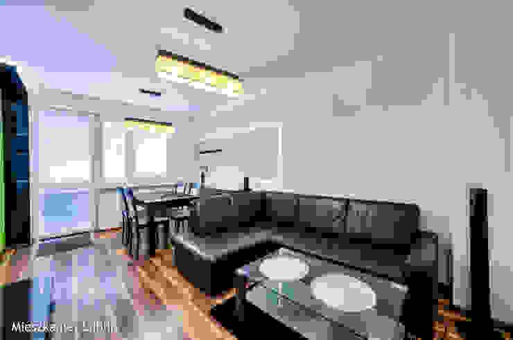 Ruang Keluarga oleh Auraprojekt, Modern