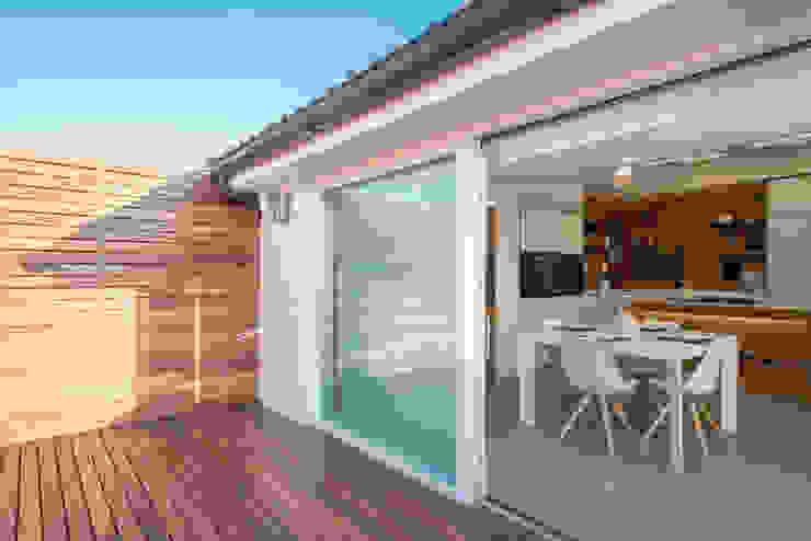 Modern balcony, veranda & terrace by Mario Ferrara Modern
