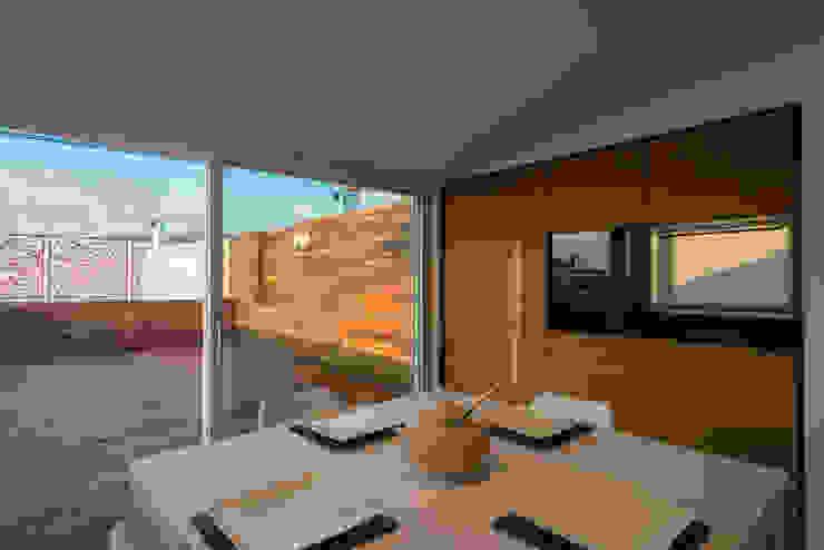 Nhà bếp phong cách hiện đại bởi Mario Ferrara Hiện đại