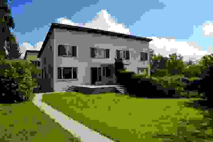 Beat Nievergelt GmbH Architekt 現代房屋設計點子、靈感 & 圖片 White