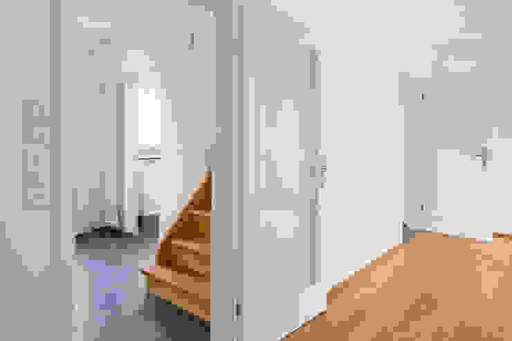 Beat Nievergelt GmbH Architekt 现代客厅設計點子、靈感 & 圖片