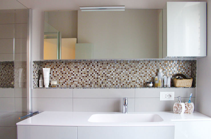 Modern Bathroom by SuMisura Modern