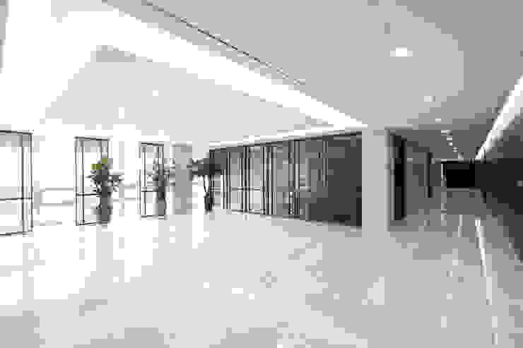 LEE INTERNATIONAL I.P. & LAW OFFICE 모던스타일 서재 / 사무실 by HJL STUDIO 모던 대리석