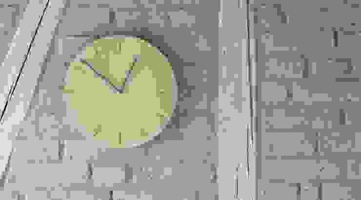 minimalistische Uhr WATCH:OUT von applicata von HolzDesignPur Skandinavisch