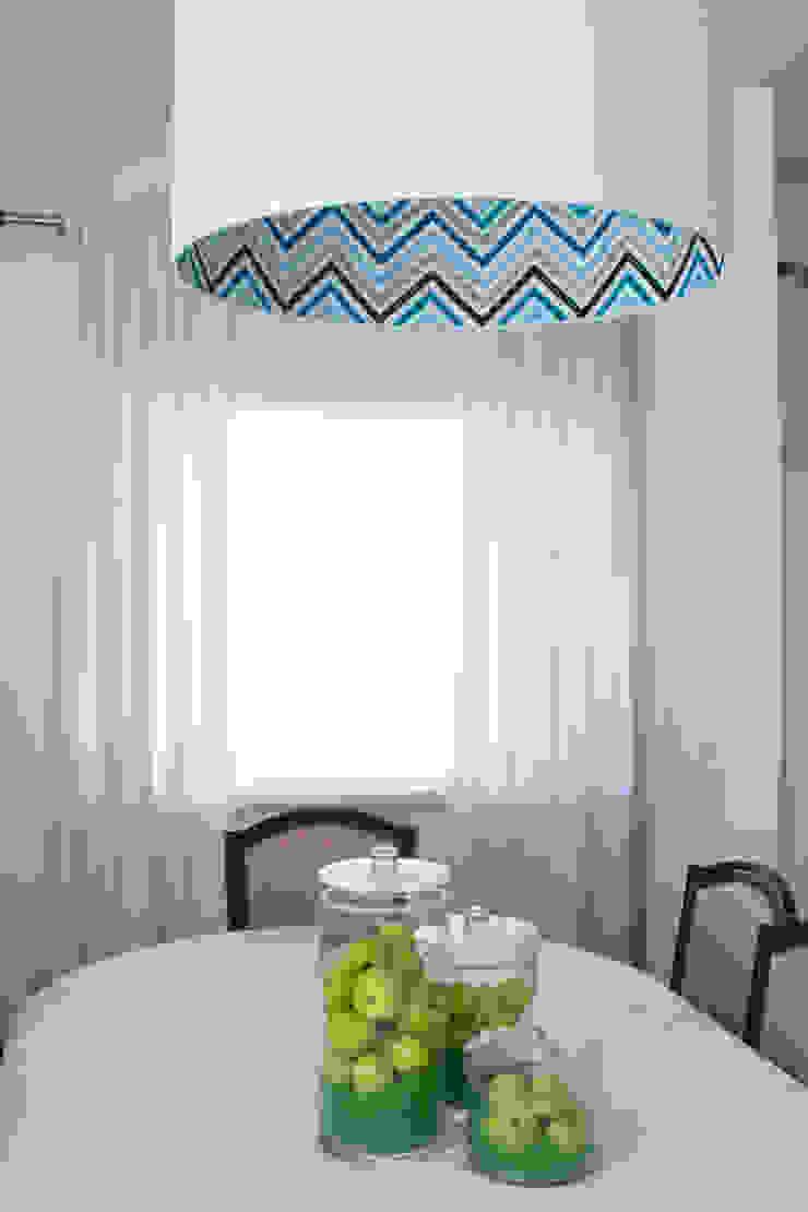 Mix of Salas de jantar modernas por ORCHIDS LOFT Moderno Madeira maciça Multicolor