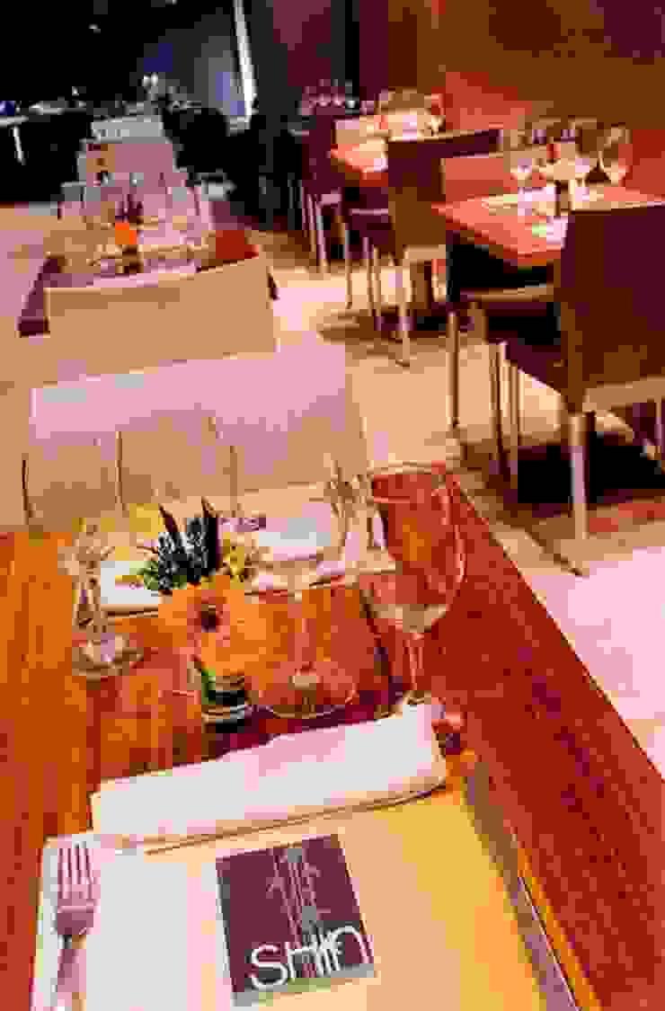 Proyectos de Restaurantes en Caracas Comedores de estilo moderno de THE muebles Moderno