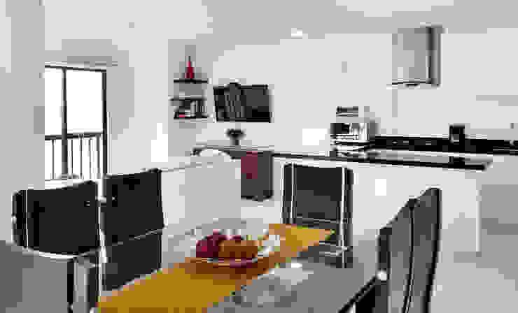 Vista general Cocinas modernas de Remodelar Proyectos Integrales Moderno Tablero DM