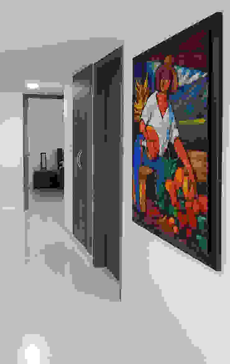 Modern corridor, hallway & stairs by Remodelar Proyectos Integrales Modern MDF