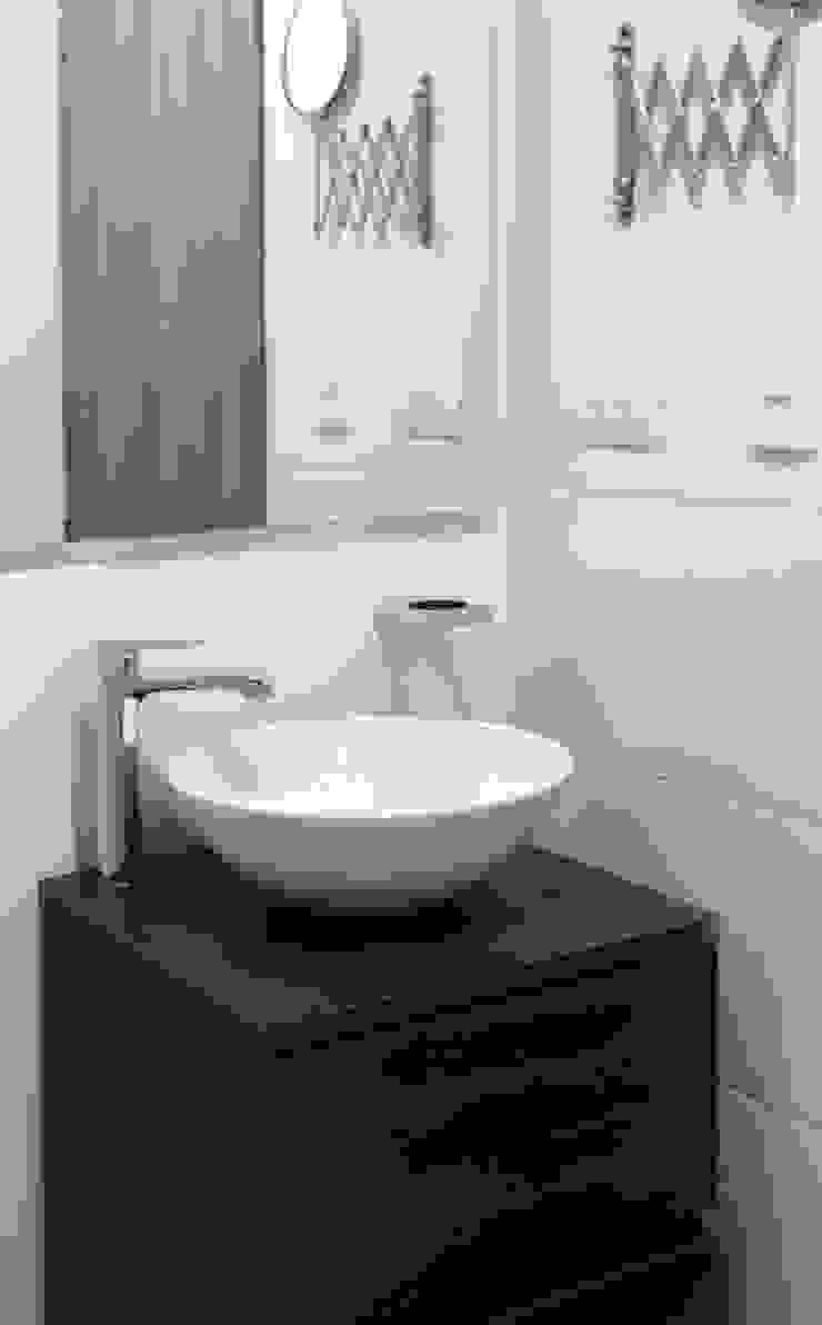 Baño principal Baños de estilo moderno de Remodelar Proyectos Integrales Moderno Tablero DM