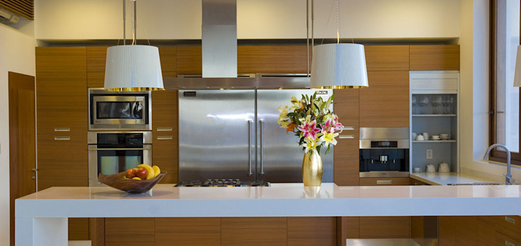 homify Modern style kitchen Chipboard Amber/Gold