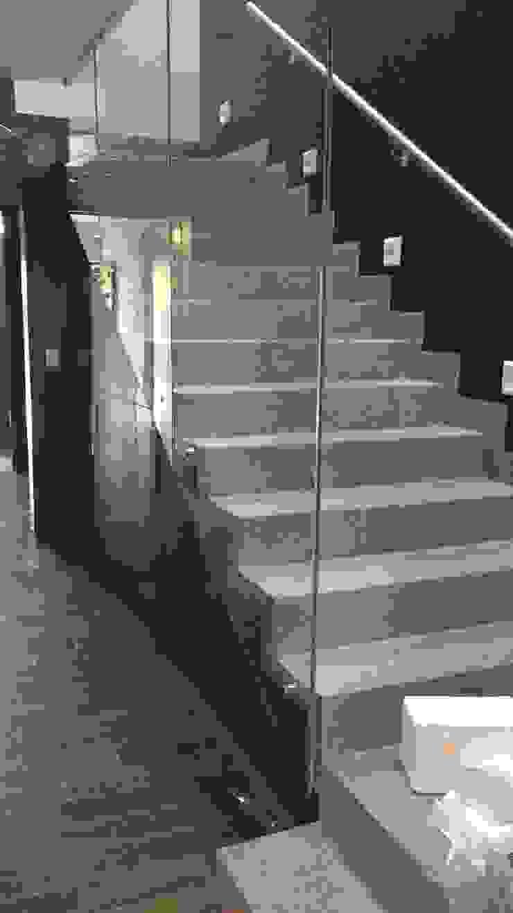 Escalera Pasillos, vestíbulos y escaleras minimalistas de The arkch's Arquitectos Minimalista Concreto