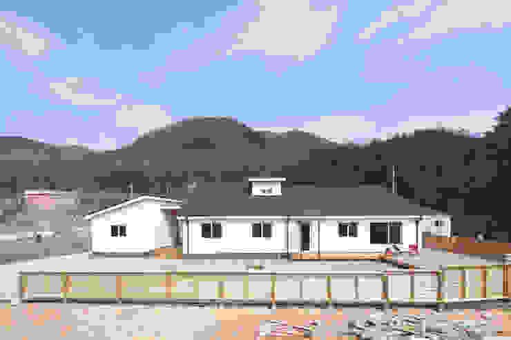 Casas de estilo  por 춘건축, Moderno