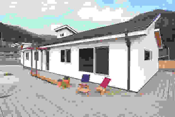 Casas modernas de 춘건축 Moderno