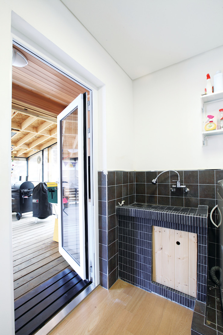 Scandihaus 모던스타일 욕실 by 춘건축 모던