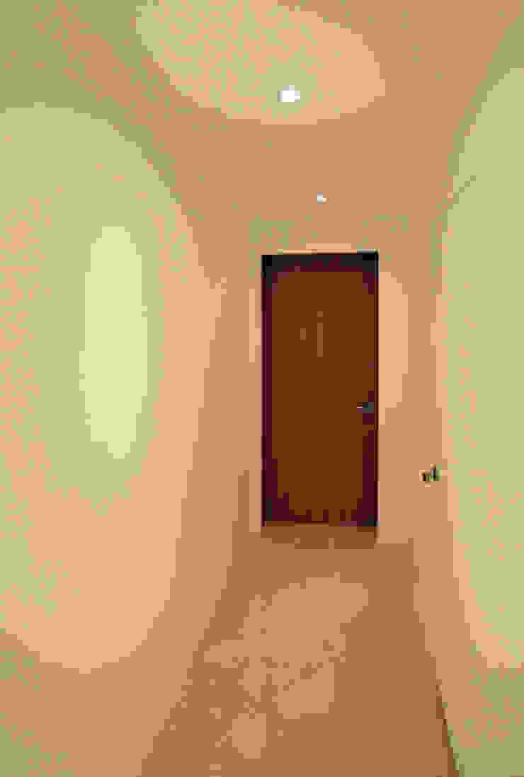 Minimalist corridor, hallway & stairs by HJL STUDIO Minimalist Marble