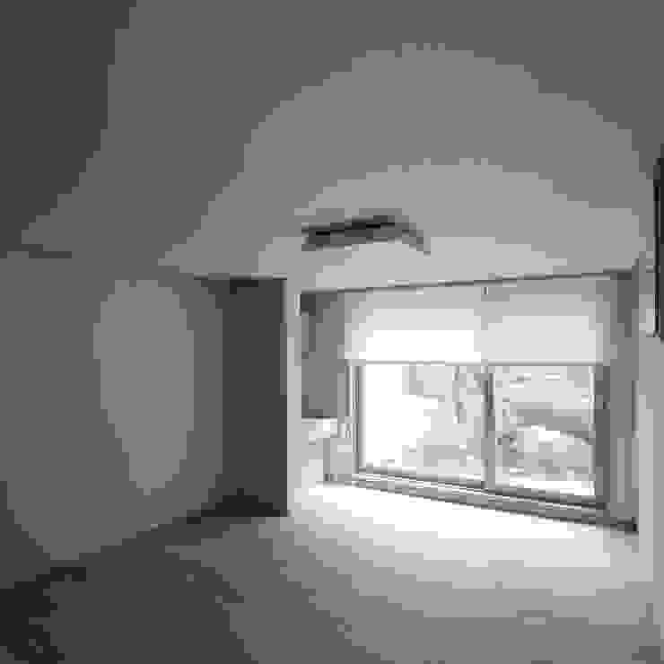 Minimalist bedroom by HJL STUDIO Minimalist Wood Wood effect