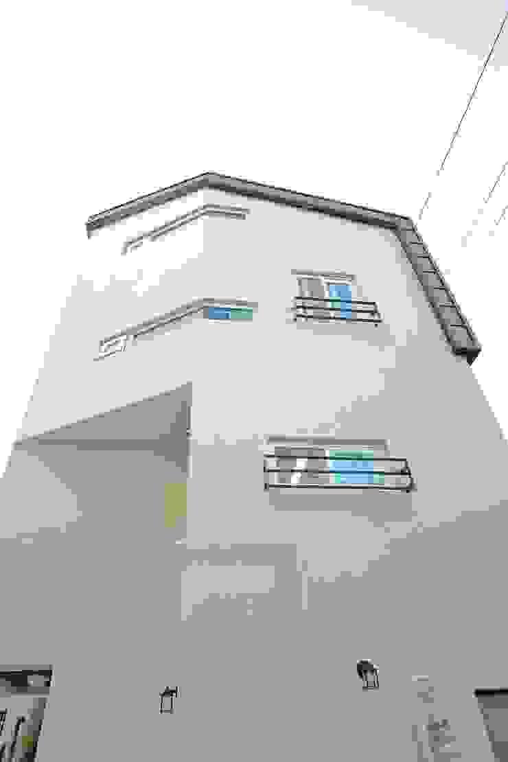 """interior & architecture by INARK 인아크 건축 설계 인테리어 디자인 대구 봉덕동 """"겨루하우스"""" 모던스타일 주택 by inark [인아크 건축 설계 디자인] 모던"""