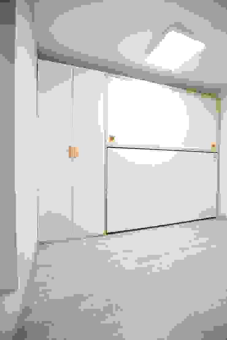 """interior & architecture by INARK 인아크 건축 설계 인테리어 디자인 대구 봉덕동 """"겨루하우스"""" 모던스타일 침실 by inark [인아크 건축 설계 디자인] 모던"""
