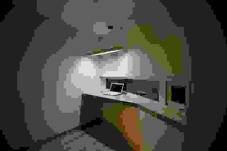 """interior & architecture by INARK 인아크 건축 설계 인테리어 디자인 대구 봉덕동 """"겨루하우스"""" 모던스타일 미디어 룸 by inark [인아크 건축 설계 디자인] 모던"""