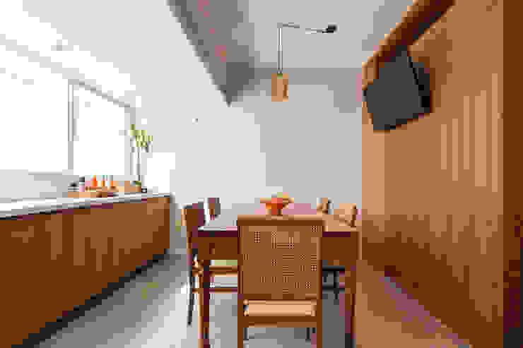 Scandinavian style dining room by Kali Arquitetura Scandinavian