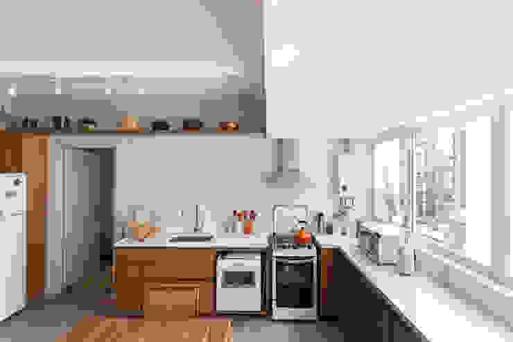 Scandinavian style kitchen by Kali Arquitetura Scandinavian