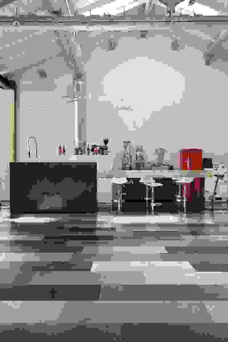 Vloertegels in verschillende kleuren die de keuken inrichting perfectioneren Industriële keukens van Sani-bouw Industrieel Tegels