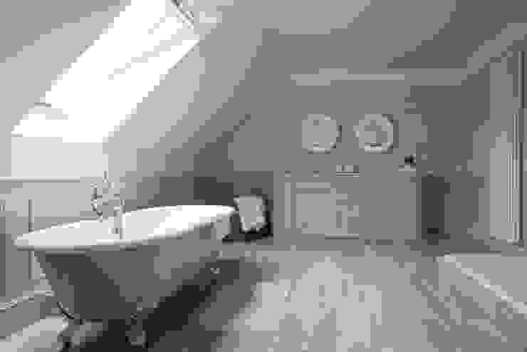 Stijlvolle ideeën met tegels voor de gehele woning Klassieke badkamers van Sani-bouw Klassiek Tegels