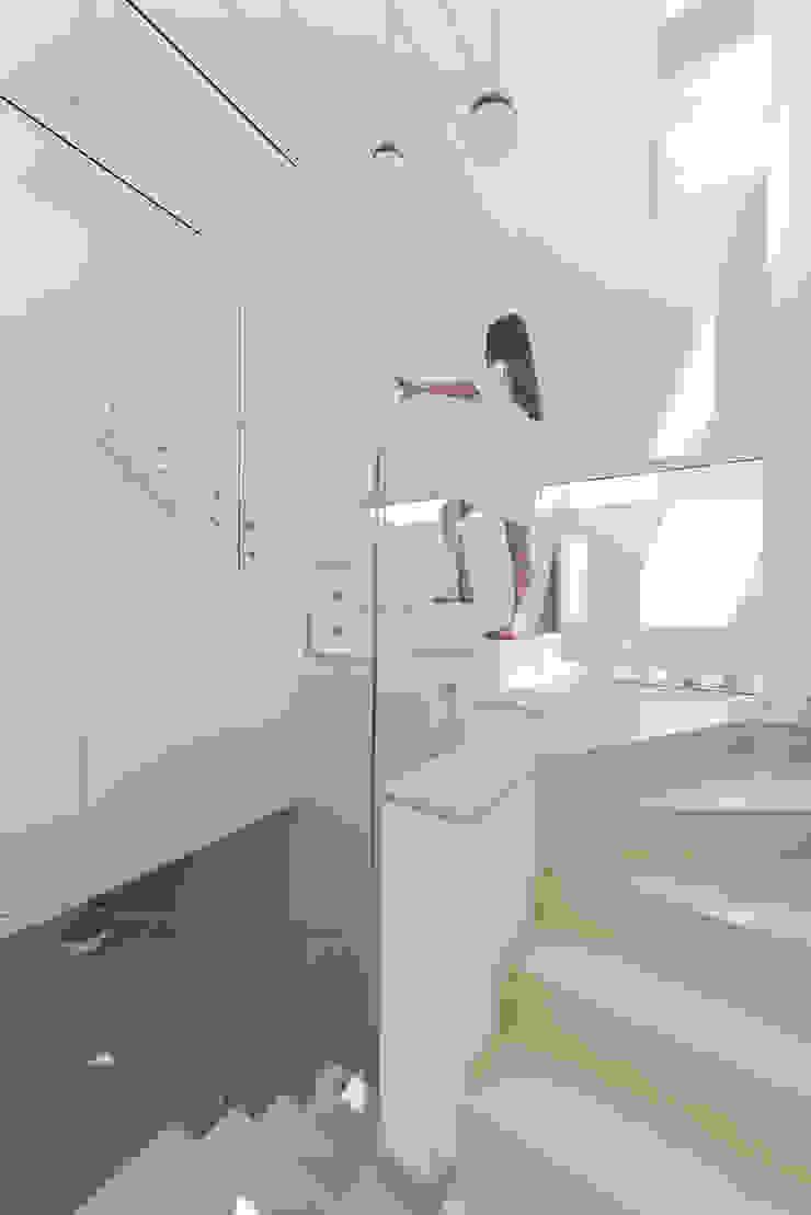 Cinco Terraços e um Jardim Corredores, halls e escadas modernos por Corpo Atelier Moderno