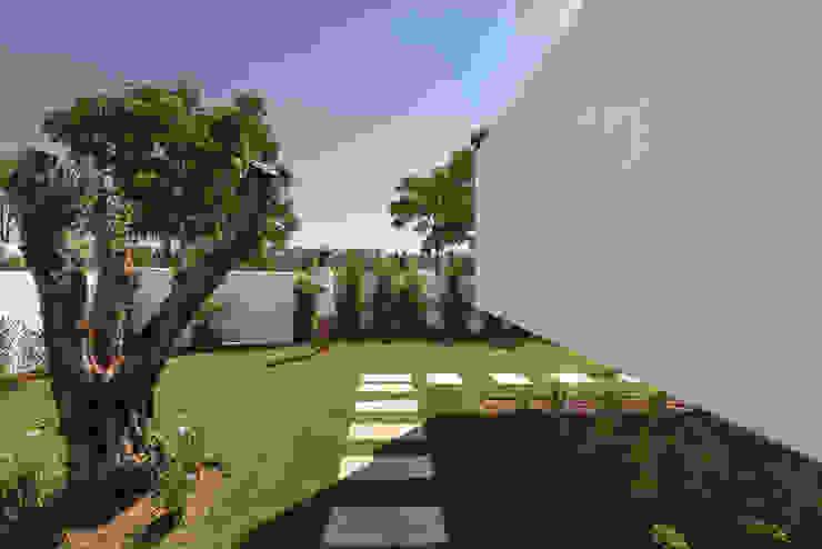 Jardines modernos de Corpo Atelier Moderno