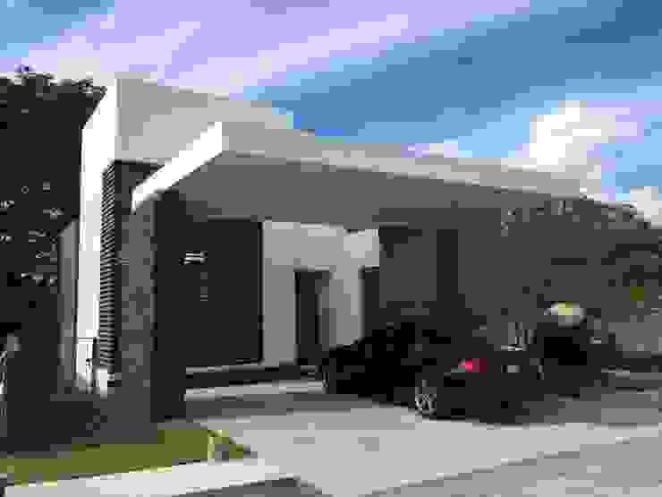 ROKA Arquitectos Eclectic style houses