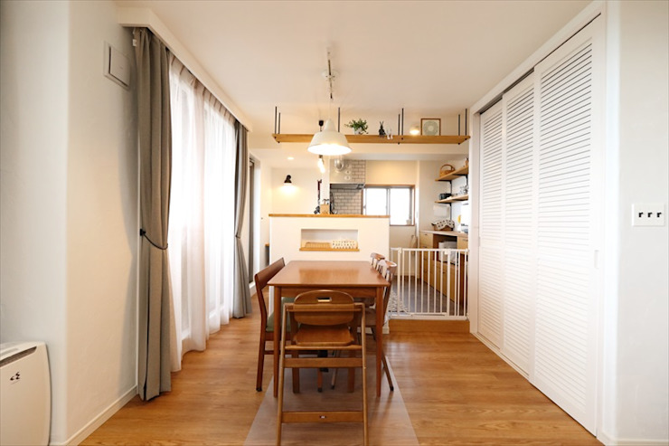 Scandinavian style dining room by いえラボ Scandinavian
