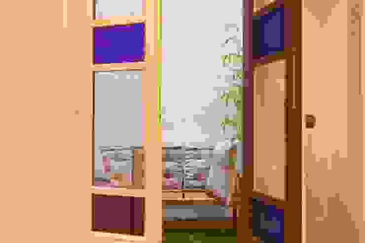 Varandas, marquises e terraços modernos por Brick Serveis d'Interiorisme S.L. Moderno