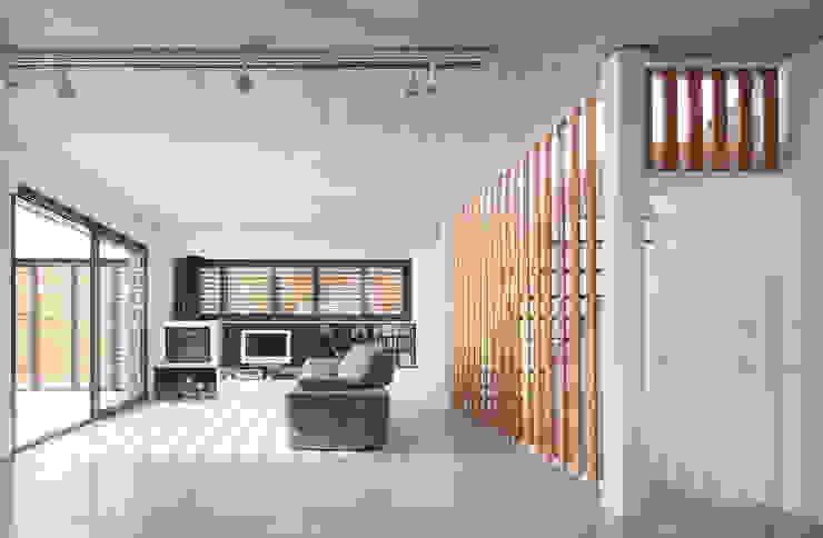 54COD Obra nueva de casa aislada-adosada en Matadepera Salones de estilo moderno de Vallribera Arquitectes Moderno