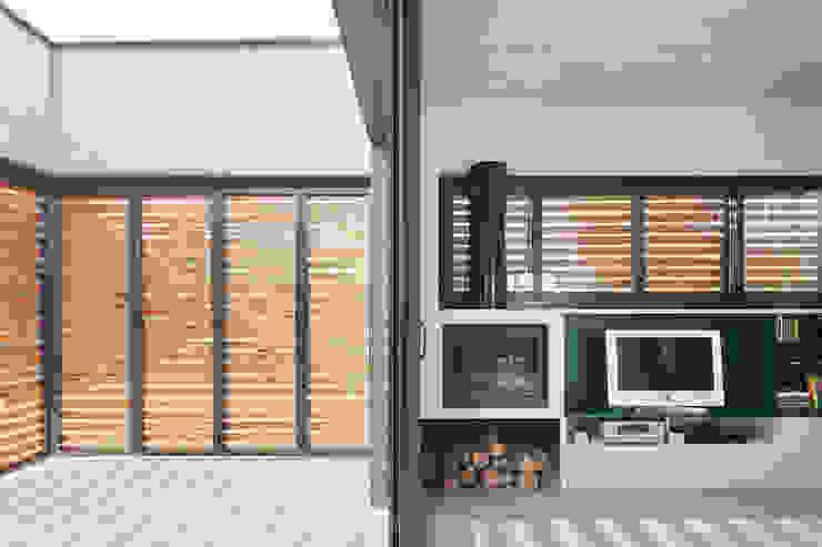 Varandas, marquises e terraços modernos por Vallribera Arquitectes Moderno