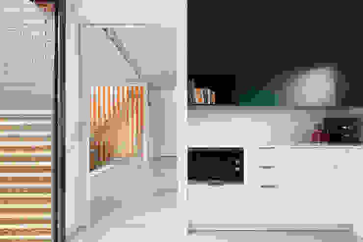 54COD Obra nueva de casa aislada-adosada en Matadepera Cocinas de estilo moderno de Vallribera Arquitectes Moderno
