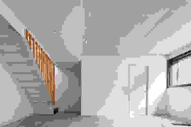 54COD Obra nueva de casa aislada-adosada en Matadepera Estudios y despachos de estilo moderno de Vallribera Arquitectes Moderno