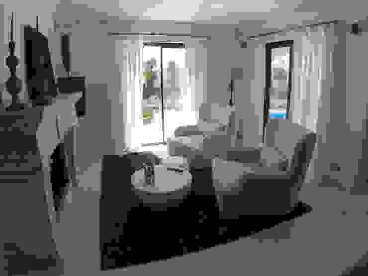TV Area Salas de estar ecléticas por Pure Allure Interior Eclético