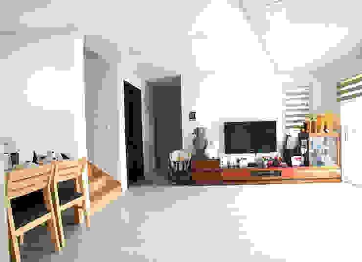 아기자기한 공간과 실용적인 공간을 활용한 모던스타일[충남 천안] 모던스타일 거실 by 지성하우징 모던