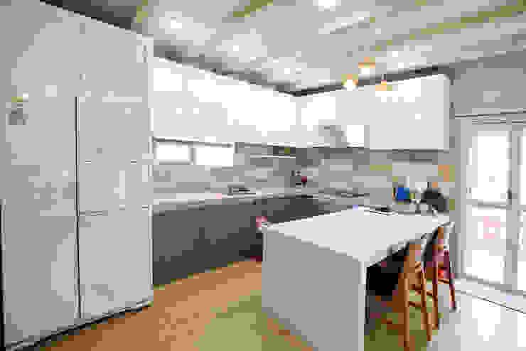 Kitchen by 지성하우징, Mediterranean