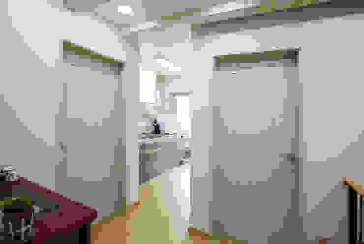 Corridor & hallway by 지성하우징, Mediterranean