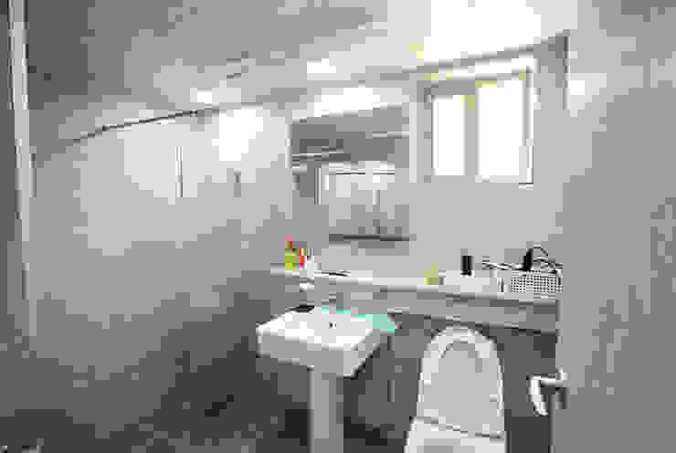 Bathroom by 지성하우징, Mediterranean