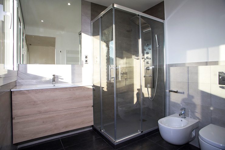 Banheiros modernos por Grupo Inventia Moderno Azulejo