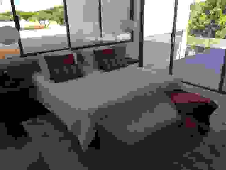 Double Suite Red Quartos modernos por Pure Allure Interior Moderno