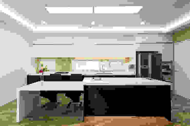 Кухни в . Автор – 친친디 하우스 프로젝트