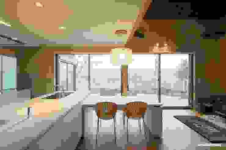 Comedores de estilo moderno de アグラ設計室一級建築士事務所 agra design room Moderno