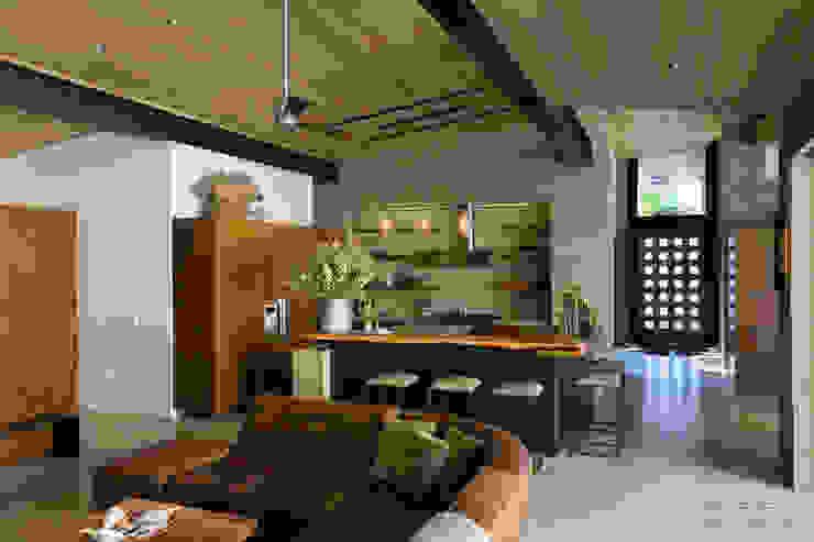 Salas / recibidores de estilo  por Chibi Moku, Moderno Madera Acabado en madera