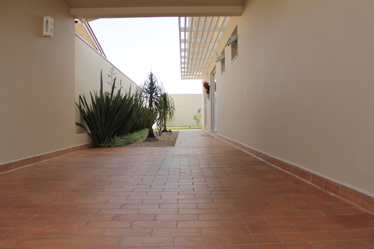 Corridor & hallway by Lozí - Projeto e Obra, Minimalist