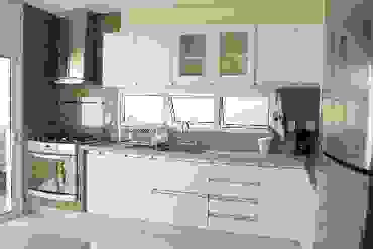 Cocinas de estilo minimalista de Lozí - Projeto e Obra Minimalista
