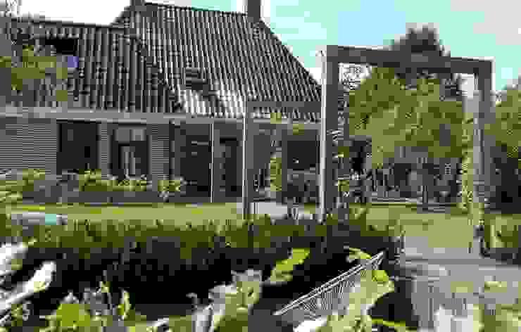 Jardines de estilo rural de Joke Gerritsma Tuinontwerpen Rural Madera Acabado en madera
