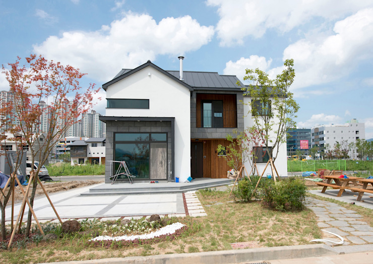 Rumah Modern Oleh 피앤이(P&E)건축사사무소 Modern